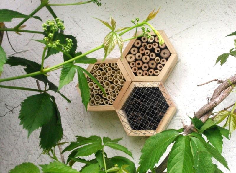 2 tlg insektenhotel bienenhotel nisthilfe f r bienen. Black Bedroom Furniture Sets. Home Design Ideas